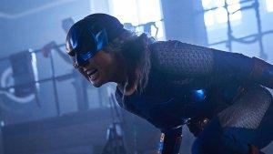 """Titans 2x12: immagini e sinossi di """"Faux-Hawk"""" mostrano lo scontro tra Deathstroke e Ravager"""
