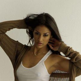 Janina Gavankar si lascia sfuggire qualche parola di troppo su Horizon Zero Dawn 2