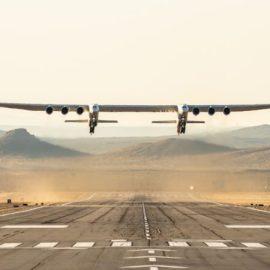 L'aereo più grande del mondo, Stratolaunch, ha preso il volo.