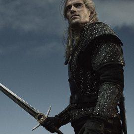 """Il regista di uno degli episodi di The Witcher definisce """"mozzafiato"""" le abilità con la spada di Henry Cavill"""