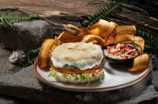 Jurassic Cafe Isla Burger. Image courtesy of Universal Studios Hollywood.