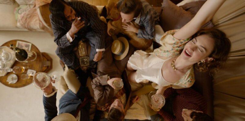 The Pursuit of love BBC, l'adaptation du roman de Nancy Mitford avec Lily James B052C010_15_27_43_09-player