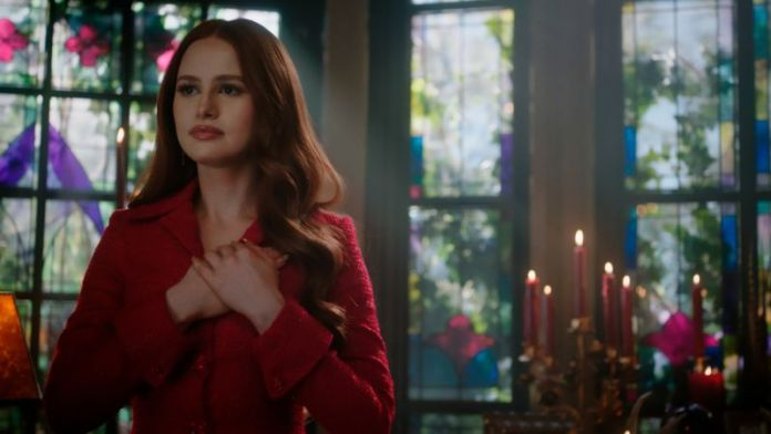 Madelaine Petsch in Riverdale.
