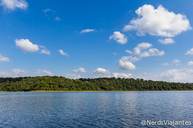 Vista do passeio de barco no Parque Estadual do Rio Doce - Minas Gerais