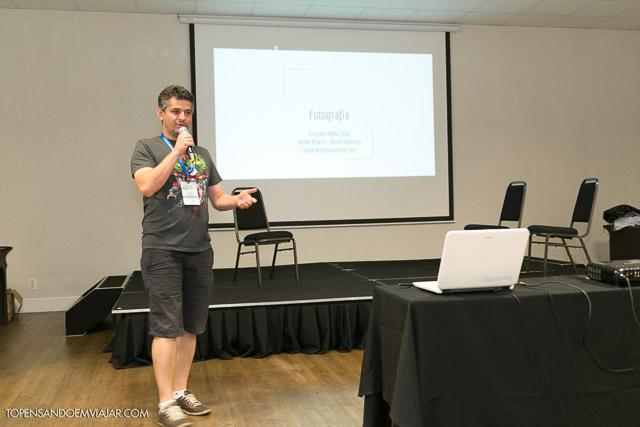 Helder falando sobre fotografia no Encontro da RBBV. Foto: Alessandra Fratus - Blog Tô Pensando em Viajar