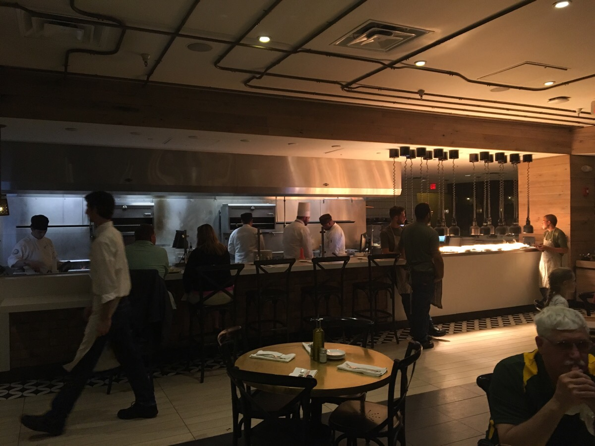 Dining at universal vivo italian kitchen nerd travel pro for The italian kitchen restaurant