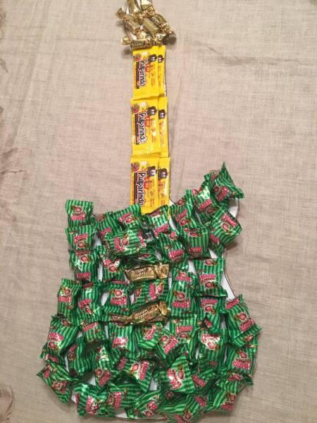 guitarra pegado
