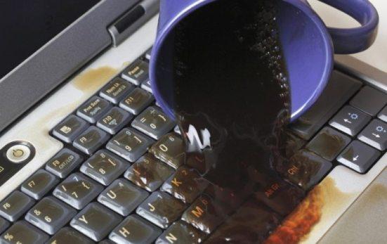 Jauhkan Minuman dari Laptop Anda
