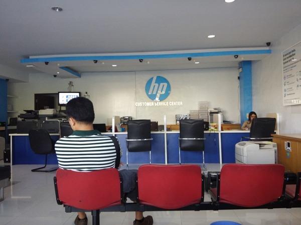 ruang tunggu service center hp surabaya