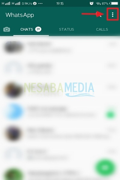 how to change the background of whatsapp