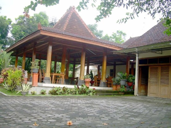 From the Distribution of East Java Traditional House Space
