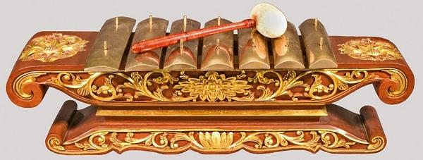 Alat Musik Jawa Saron