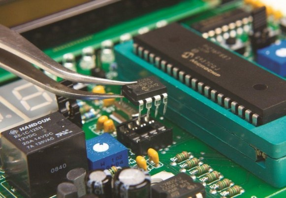 Perbedaan ROM dan RAM Berdasarkan Kebutuhan Listriknya