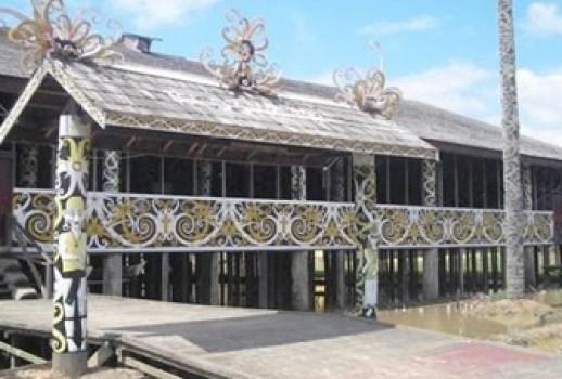 Motif Rumah Adat Kalimantan Timur