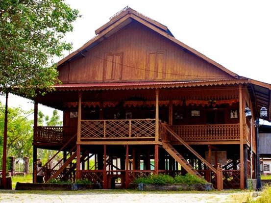 Rumah Adat Sulawesi Tengah : Rumah Souraja