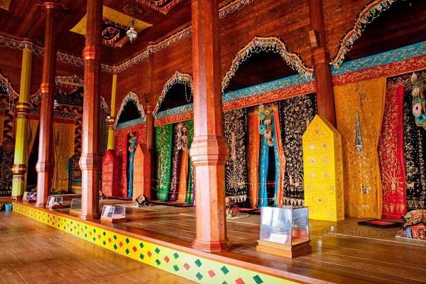 interior rumah gadang