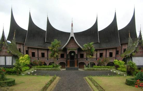 Rumah Adat Gadang dan ciri khasnya