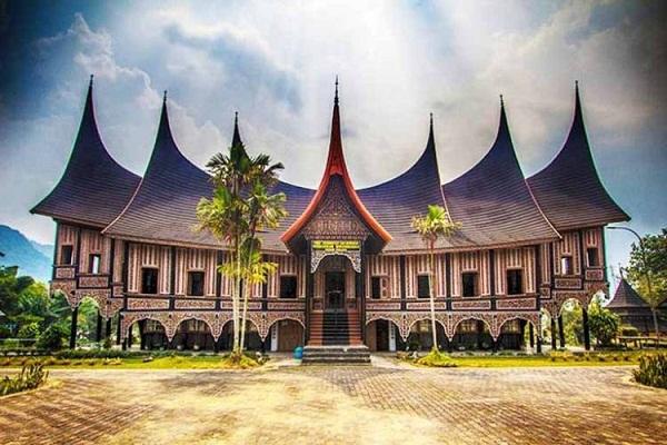 Rumah Adat Padang dan Ciri Khasnya
