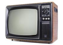 Karakteristik Televisi Secara Umum dan Menurut Ahli