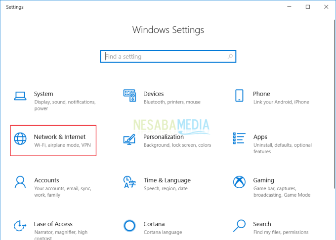 melalui tombol Windows + I
