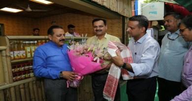 केंद्रीय मंत्री जितेंद्र सिंह ने किया दिल्ली हाट में नॉर्थईस्ट ऑर्गनिक शोरूम-कम-रेस्तरां का दौरा