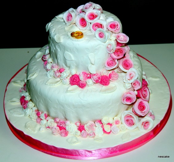 Pink Roses Cake- min 30 person.