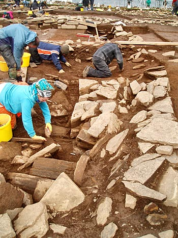 Further investgations in the robber trench of the east wall of Structure 12.