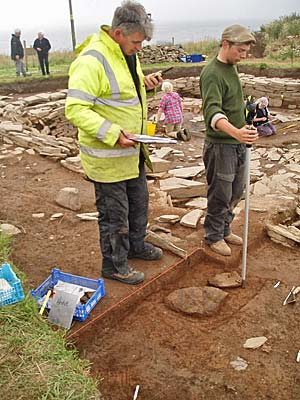 Jim and Seb record the large pot spread prior to lifting.