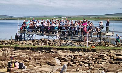 The sun brings out massive crowds to one guided tour.