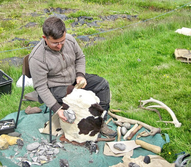 Hugo, one of our site supervisors and aerial photographer par excellence, also exhibited his flint-knapping skills.