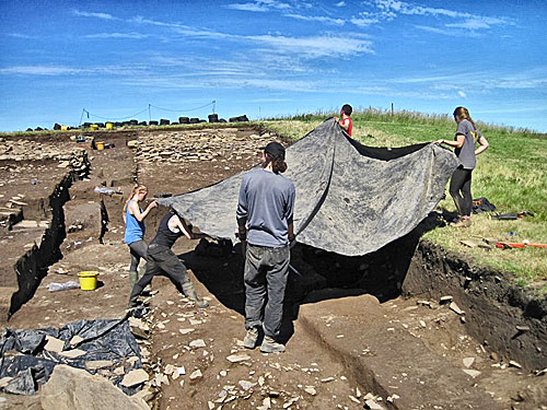 The protective sheets are brought into play in Trench T - but today it was to provide a shadow-free environment for photographs.