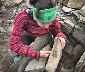 Dig Diary Extra – More photographs of Structure Eight's 'dotted' stone