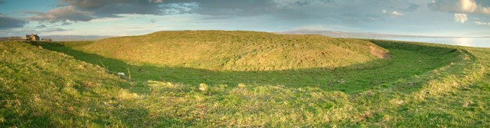The Ring of Bookan, Sandwick. This ditched enclosure at the north-western end of the Ness covers a similar area to the Stones of Stenness. Unlike the Stones of Stenness, however, it has no entrance causeway. (Sigurd Towrie)