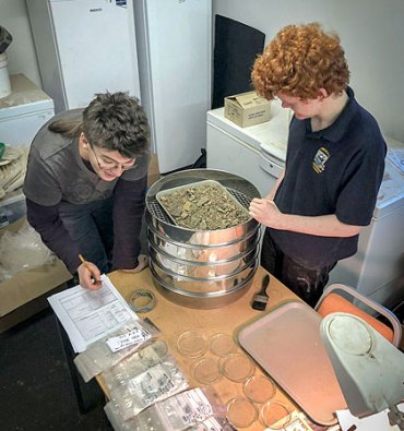 Cecily and Travis sieving the flotation tank residue. (Sigurd Towrie)