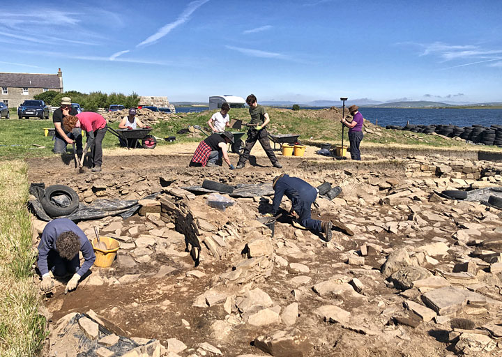 Trench J this morning - a hive of activity. (Sigurd Towrie)