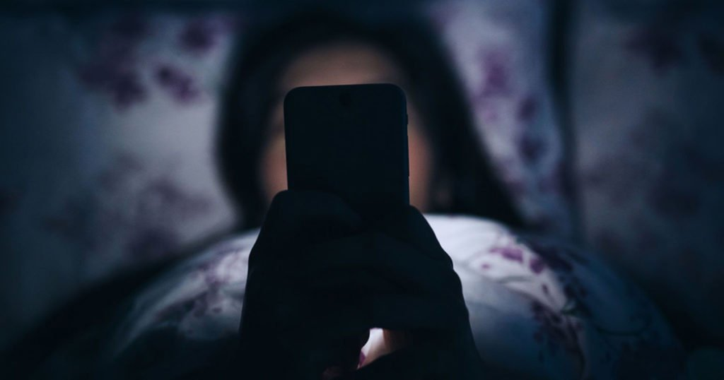 7 Reasons Why You Should Ban Phones From the Bedroom