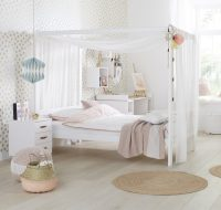 Four Poster Bed with Canopy 3/4