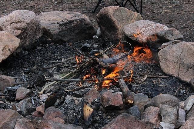 campfire-364720_640