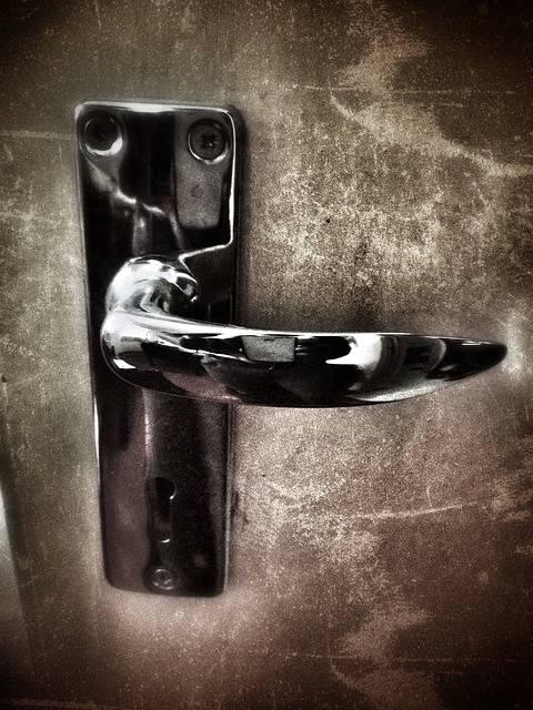 door-handle-509472_640