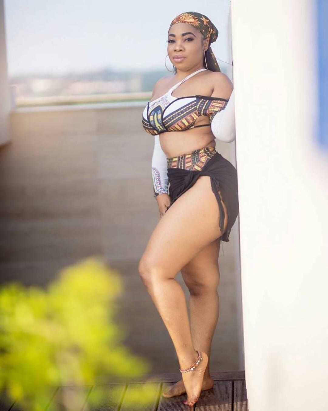 Lighting fail as Moesha shares'fair body with dark feet' Photos
