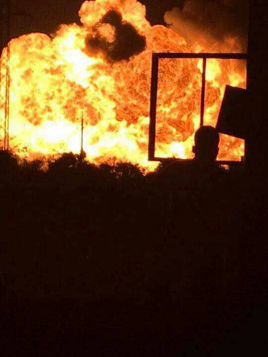 Gas station explodes at Atomic junction - Photos