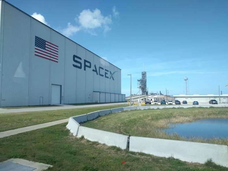 Elon Musk planea lanzar Starlink Broadband Internet en