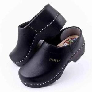 closed heel clogs