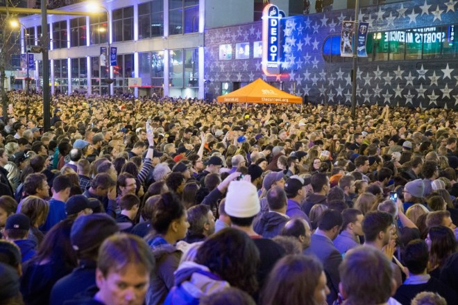 Minnesota People pay tribute to Prince Rogers Nelson-Netmarkers