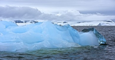 gigantic-chunks-of-ice-are-slowly-falling-away-from-antarctica-netmarkers