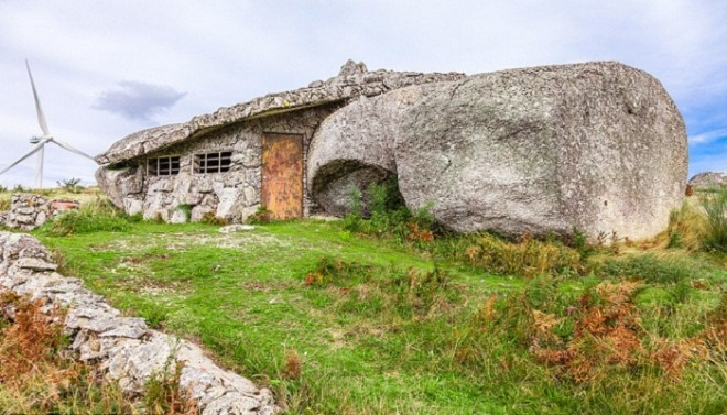 Stone house-Portugal-Netmarkers