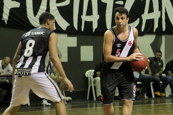 Vasco derrotou o Botafogo na estreia do Carioca