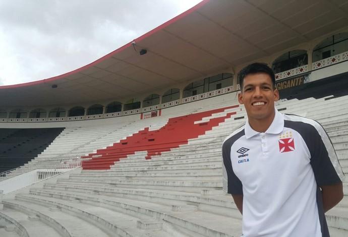 Julio dos Santos atuou como zagueiro contra o Boavista e pensa em mudar de posição