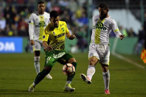 Andrés Rios em ação contra a Chapecoense pela Copa Sul-Americana