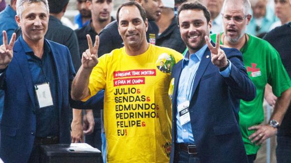 Campello e Júlio Brant, com Edmundo, na eleição do Vasco em seu primeiro turno, no dia 7 de novembro de 2017